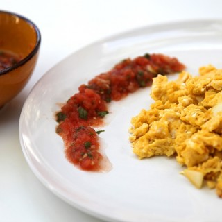 Scrambled eggs with fresh salsa