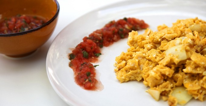 Scrambled eggs with fresh salsa